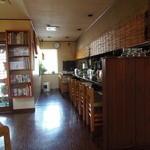 手打ち蕎麦しなの屋吉べぇ - カウンター8席 広くて分厚いきれいなカウンター