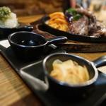 ステーキ&ハンバーグ ひげ - 3種ソース
