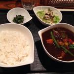 エブラック - チキンと野菜のカレー@930円