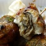 OKITA - 料理写真:それぞれに、牡蠣がころんと入っている「牡蠣入りたこ焼き」