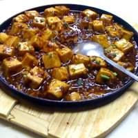 上海小吃 - マーボー豆腐、鉄鍋でアツアツのままお持ちできます!