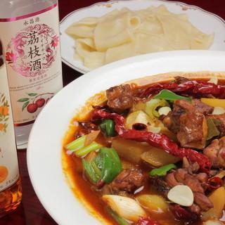 新疆大皿鶏肉の辛口煮込み