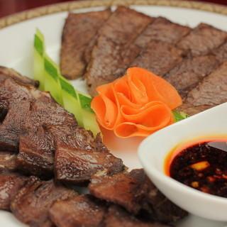 豚肉は使用せず、羊、牛、鶏肉がメインでご提供しております。