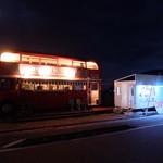 ロンドンバスカフェ - バスと売店