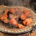 だるま食堂 - 七輪で炭火焼でおいちぃのん♪ ダクトで吸い込むから煙くないっ‼️