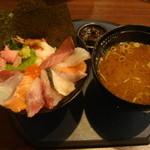まるさ水産 - 海鮮丼1080円