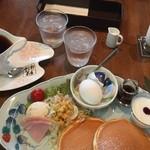 自家焙煎珈琲 十三軒茶屋 - モーニングのパンケーキ