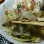 33775985 - バイキング惣菜(豆腐麺とキャベツの炒め物、奥は豆腐サラダ)