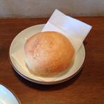 ピース ピース ピース - 焼きたて油脂を使わないちょっとハード系のパン