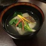 日本料理 太月 - 御碗 明石天然鯛 大現寺蕪 芽かぶ 京人参松葉 松葉柚子 2014-12
