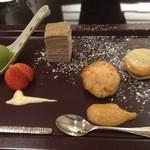 日本料理 太月 - 甘味 小豆マカロン 干し柿の淡雪仕立て 抹茶アイス 蕎麦粉のミルフィーユ2014-12