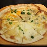 グットスピリッツ ユナイト - 4種類のチーズピザ