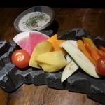 まこ家 - 旬野菜がたっぷりバーニャカウダ風サラダ