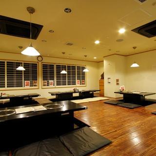 最大40名様まで収容可能な人気の掘りごたつの座敷スペース!