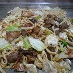 お多福 - うどん4玉+アバラ(牛肉です)、トントロ、ホルモン、ブタのトッピング
