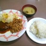 ランチハウス美味しん坊 板橋本町店 - 焼肉とハンバーグのセット