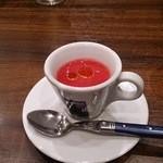 トラットリアビコローレヨコハマ - ビーツのスープ