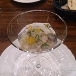 トラットリアビコローレヨコハマ - カキ、リコッタチーズのクレーマとトマトゼリーのサラダ仕立て