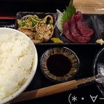 33780898 - [おおやま特選ランチ もつ鍋御膳]ご飯、酢モツ、馬刺し、漬物