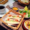 グーグーカフェ - 料理写真:アボカド&トマトのホットサンドランチ