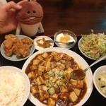 福麟楼 - 麻婆豆腐定食880円、凄く辛い!唐揚げ、とても大きい、食べ切れない。CPは良い。