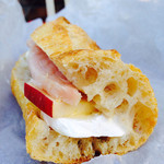 Camelback sandwich&espresso - ブリーチーズ・ハム・リンゴのサンドウィッチ