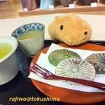 和田の屋 - 滝の焼き餅お茶付き3個セット