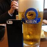 亀正くるくる寿司 - 生ビール大ジョッキー! この大きさは東京では考えられません!