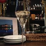 33789680 - Champagne