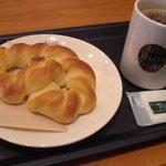 タリーズコーヒー - ソフトミルクプレッツェル(\190-)コーヒー(\290-)