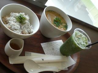 ナナズグリーンティー 東京ドームシティラクーア店 - 豚汁雑穀ごはんドリンクセット(\1.100-)