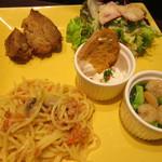 ナガハマコーヒー - ハーフサイズのパスタ、肉料理、サラダ、アヒージョ、サワークリームディップ