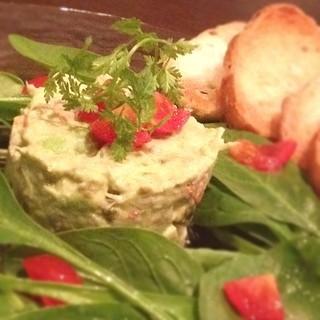 カフェ・ブリッジ - カニとアボカドのサラダ