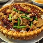 慶和楼 - 鶏肉と山椒の唐辛子¥580