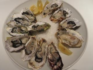 ハカタステーション オイスターバー - 生牡蠣の盛合せ、3種4ピース 5278円(税別)