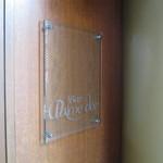 バー パルムドール - ドアの横の看板です。