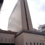 33796267 - 1973年(昭和48年) 現在の本館が竣工。 地下2 - 30階