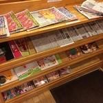 コメダ珈琲店 - 新聞・雑誌も充実