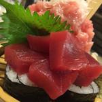 33798434 - 中トロの入った鮪のこぼれ鮨(¥999)
