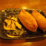 雨は、やさしく - いなり寿司(一個50円)と漬物