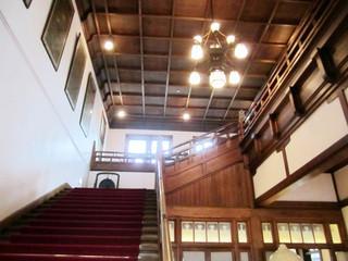 奈良ホテル ティーラウンジ - 赤絨毯の階段(2014.12)