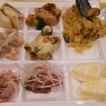 33803333 - 料理は洋食系が中心。