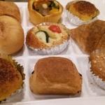 33803395 - ホテルメイドのパン各種。