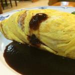 サザンクロス - オムライス ¥800 何故かソースがかかって福神漬けが添えているため焼き飯風味です。