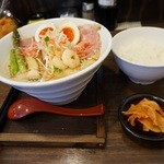 麺 チキンヒーロー - お昼のサービスご飯もおかわりOK!
