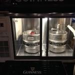 アイリッシュ パブ ボスカビーガ - ギネスビールは専用冷蔵庫で二時冷却。