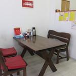 龍門 - テーブル席。