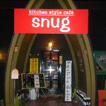kitchen style cafe snug - 真っ赤な看板がいいです!