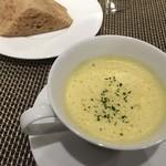 ビストロ ル・セール - コーンスープと自家製パン