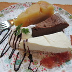 3rd フロア - リンゴのアップサイドダウンケーキ、ガトーショコラ、レアチーズケーキ